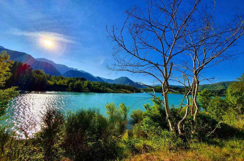 lago castel san vincenzo blu molise